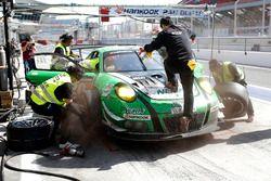 Pit stop, #20 D'station Racing Porsche 991 GT3 R: Satoshi Hoshino, Seiji Ara, Tomonobu Fujii, Tsubas