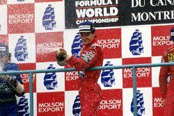 Podio: il vincitore della gara Ayrton Senna, McLaren, il secondo classificato Nelson Piquet, Benetto
