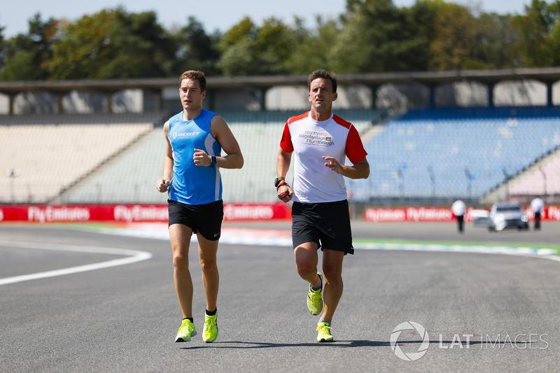 Stoffel Vandoorne, McLaren, avec son entraîneur