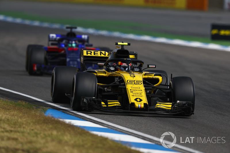 Carlos Sainz Jr., Renault Sport F1 Team R.S. 18, delante de Brendon Hartley, Toro Rosso STR13