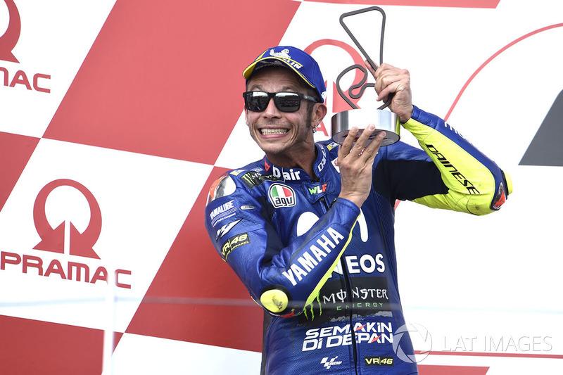 Podio: segundo clasificado Valentino Rossi, Yamaha Factory Racing