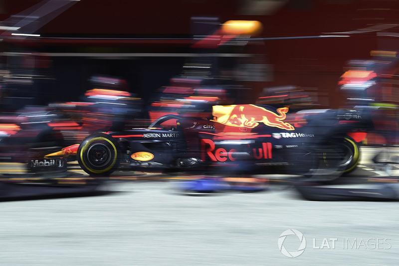 Max Verstappen Red Bull Racing Rb14 Maakt Een Pitstop Op Barcelona
