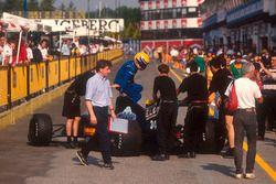 Roberto Moreno saute de sa Andrea Moda S921 Judd