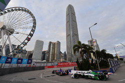 Alex Lynn, DS Virgin Racing, leads Lucas di Grassi, Audi Sport ABT Schaeffler