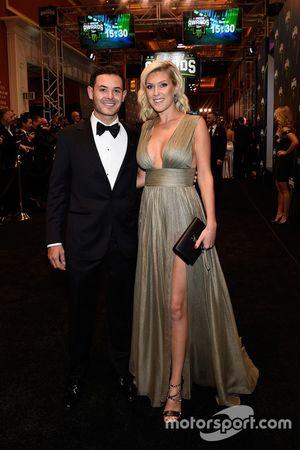 Kyle Larson y su novia Katelynn Sweet