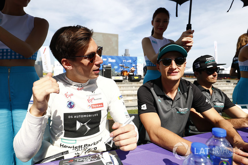 Alex Lynn, DS Virgin Racing, Mitch Evans, Jaguar Racing, signs autographs for fans