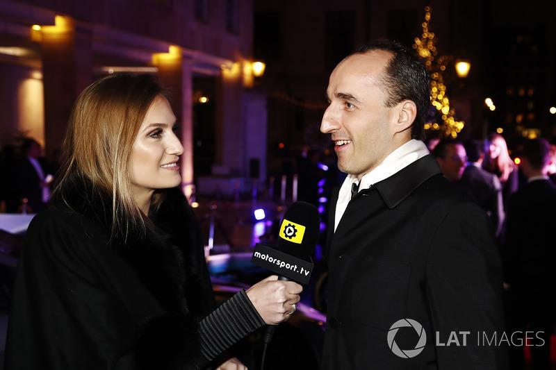 Robert Kubica habla con Julia Piquet
