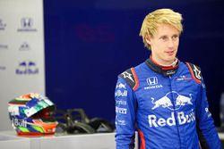 Brendon Hartley, Toro Rosso, en el garaje