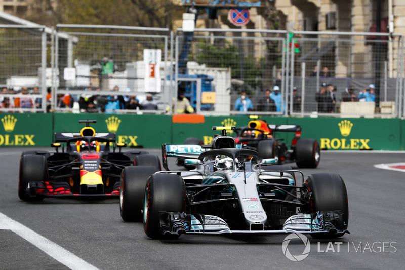 Valtteri Bottas, Mercedes AMG F1 W09, Daniel Ricciardo, Red Bull Racing RB14 Tag Heuer, e Max Verstappen, Red Bull Racing RB14 Tag Heuer