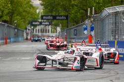 Jose Maria Lopez, Dragon Racing, leadsFelix Rosenqvist, Mahindra Racing