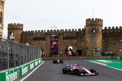 Sergio Perez, Force India VJM11 Mercedes, Kevin Magnussen, Haas F1 Team VF-18 Ferrari