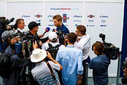 Sergey Sirotkin, Williams Racing, con los medios