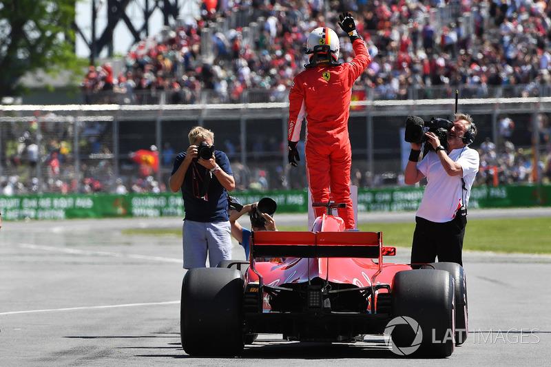 Ganador de la pole Sebastian Vettel, Ferrari SF71H celebra parc ferme