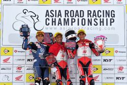 Podium AP250: Anupab Sarmoon, Yamaha Thailand Racing Team, Rheza Danica dan Mario Suryo Aji, Astra Honda Racing Team