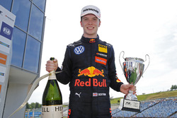 Podium: Race winner Dan Ticktum, Motopark Dallara F317 - Volkswagen