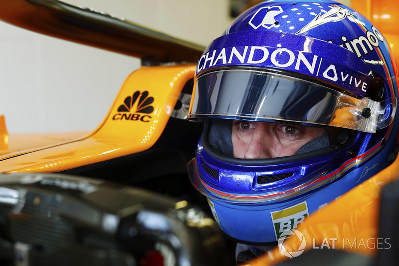 Fernando Alonso, McLaren, dans son cockpit