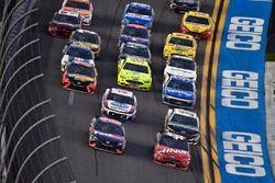 Denny Hamlin, Joe Gibbs Racing Toyota and Kurt Busch, Stewart-Haas Racing Ford Fusion