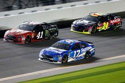 Ricky Stenhouse Jr., Roush Fenway Racing Ford Fusion, Kurt Busch, Stewart-Haas Racing Ford Fusion, W