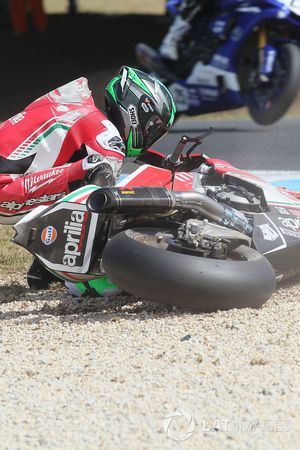 Caída de Eugene Laverty, Milwaukee Aprilia