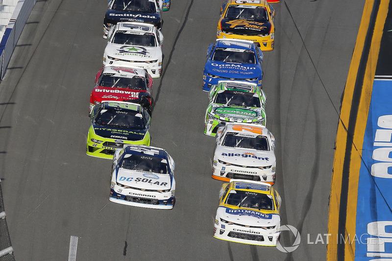 Chase Elliott, JR Motorsports, Hellmann's Chevrolet Camaro and Kyle Larson, Chip Ganassi Racing, DC