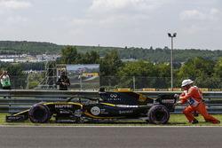 Nico Hulkenberg, Renault Sport F1 Team R.S. 18 stopped on track
