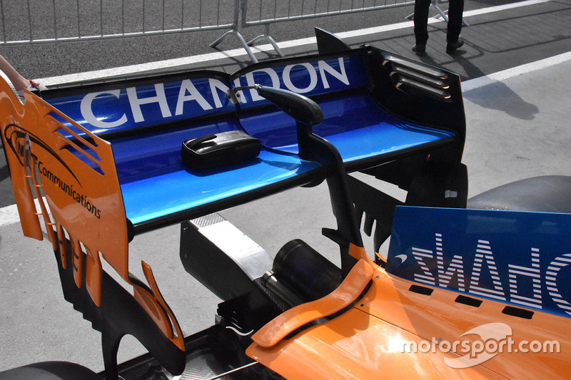 https://cdn-1.motorsport.com/images/mgl/2d5WyLDY/s8/f1-hungarian-gp-2018-mclaren-mcl33-rear-wing-detail.jpg