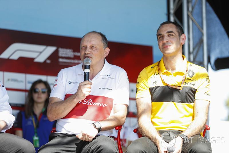Frederic Vasseur, Team Principal, Sauber, Cyril Abiteboul, Managing Director, Renault Sport F1 Team