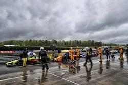 Deelnemers zijn onder rood gestopt in de pitstraat, Sébastien Bourdais, Dale Coyne Racing with Vasse