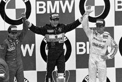 Подиум: победитель Гран При Португалии Айртон Сенна, Lotus, второе место – Микеле Альборето, Ferrari, третье место – Патрик Тамбэ, Renault