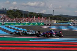 Pierre Gasly, Scuderia Toro Rosso STR13 and Valtteri Bottas, Mercedes-AMG F1 W09 with damage on lap one