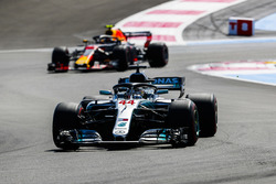 Lewis Hamilton, Mercedes AMG F1 W09, Max Verstappen, Red Bull Racing RB14