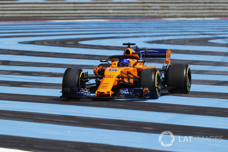 Fernando Alonso, McLaren MCL33 runs wide