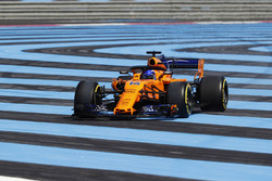 Fernando Alonso, McLaren MCL33, sale de pista