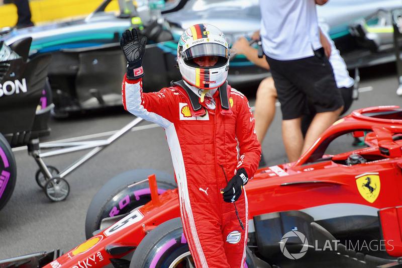 Sebastian Vettel, Ferrari, saluda al público tras ser tercero en la clasificación del GP de Francia