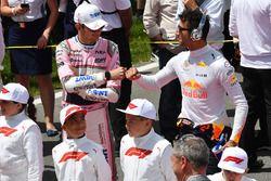 Esteban Ocon, Force India F1 et Daniel Ricciardo, Red Bull Racing sur la grille