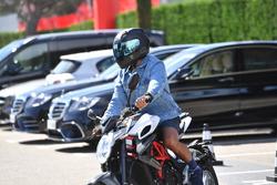 Lewis Hamilton, Mercedes-AMG F1 op zijn MV Agusta motor