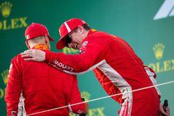 Podio: ganador de la carrera Sebastian Vettel, Ferrari y el tercer lugar Kimi Raikkonen, Ferrari