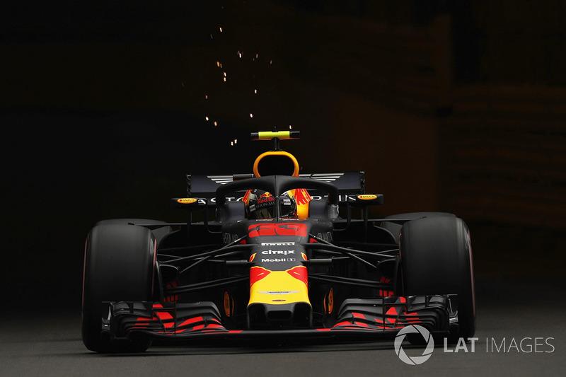 Percikan api mobil Max Verstappen, Red Bull Racing RB14