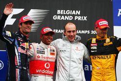 Podio: Mark Webber, Red Bull Racing, Lewis Hamilton, McLaren, Phil Prew, McLaren Race y Robert Kubica, Renault