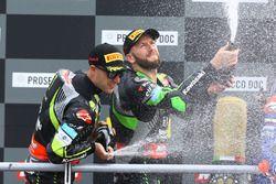 Podio: il secondo classificato Jonathan Rea, Kawasaki Racing, il terzo classificato Tom Sykes, Kawasaki Racing