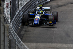 Lando Norris, Carlin, hits the barriers