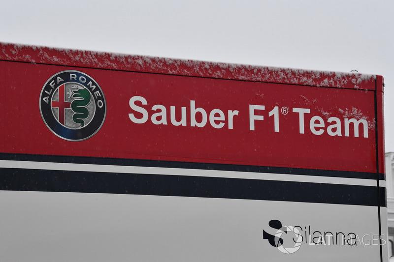 Los camiones de Alfa Romeo Sauber F1 Team con nieve
