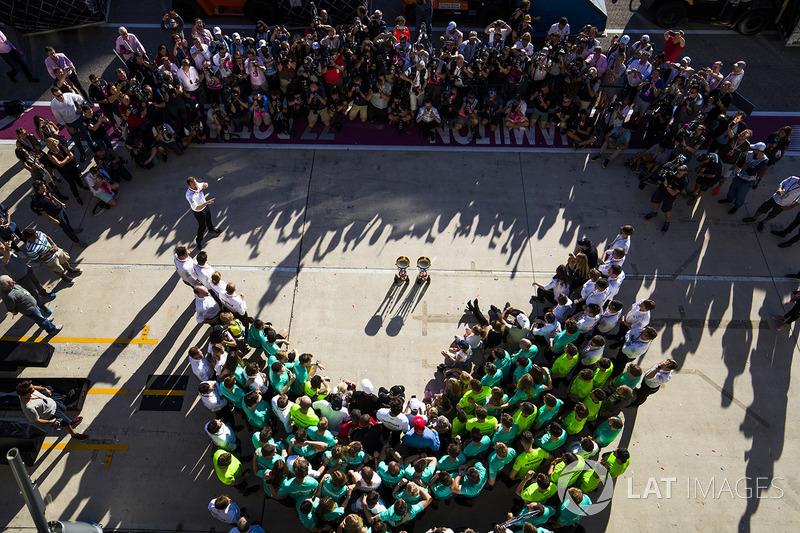 Race winner Lewis Hamilton, Mercedes AMG F1, Toto Wolff, Executive Director Mercedes AMG F1, Niki La