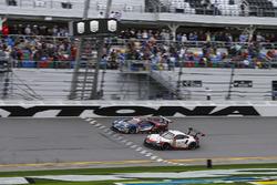 Дирк Мюллер, Джой Хенд, Себастьен Бурдэ, Chip Ganassi Racing, Ford GT (№66), Джанмария Бруни, Лоренс