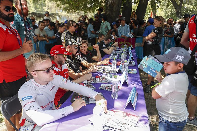 Felix Rosenqvist, Mahindra Racing sesión de autógrafos