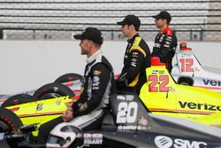 Ed Carpenter, Ed Carpenter Racing Chevrolet, Simon Pagenaud, Team Penske Chevrolet, Will Power, Team Penske Chevrolet pose for front row qualifying photos