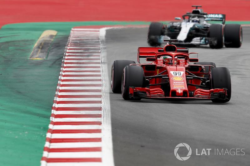 Antonio Giovinazzi, Ferrari SF71H, leads Valtteri Bottas, Mercedes AMG F1 W09