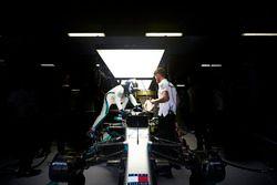 Valtteri Bottas, Mercedes AMG F1, sube a su auto