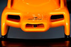أنف سيارة مكلارين ام.سي.آل33
