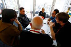 Stoffel Vandoorne, McLaren, Motorsport.com reporter Erwin Jaeggi